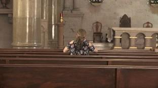 La Arquidiócesis de Hermosillo ha establecido protocolos para que los fieles acudan a los templos, con restricciones de tiempo y espacio, sin que hasta la fecha se sepa cuándo oficiarán misas presenciales y sacramentos.