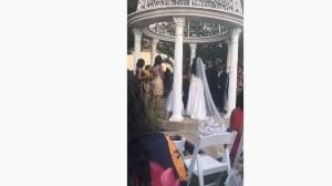 Mientras una pareja estaba a punto de casarse llegó una mujer a interrumpir ese momento