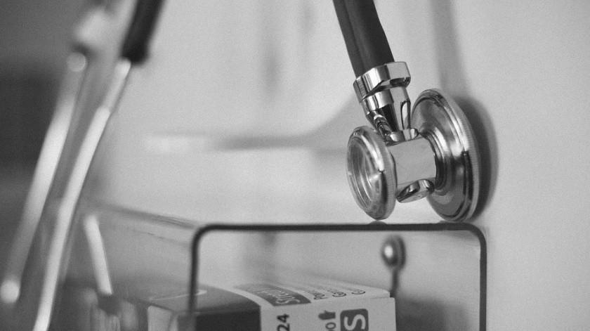 Médico del IMSS es despedido tras denunciar falta de equipo para atender Covid-19(Pixabay)