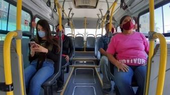 Se pide hacer un uso correcto del cubre bocas en el transporte público.