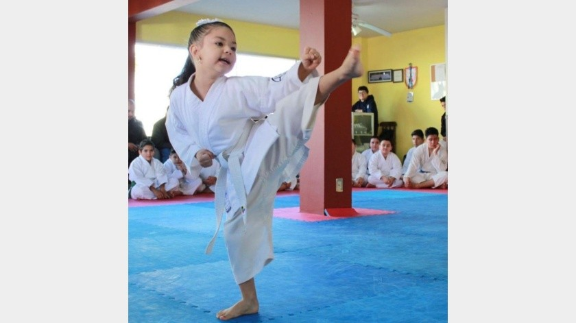 Frida Elena Flores ganó oro en el Nacional Kata Virtual de karate do.(Cortesía)