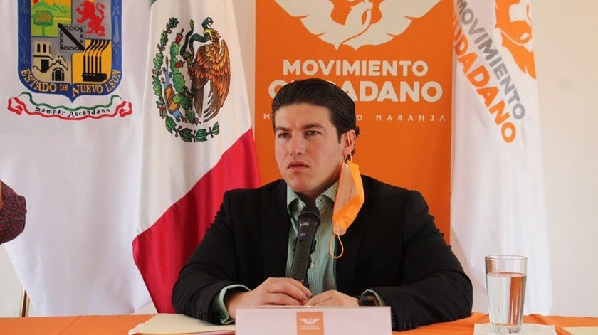El 27 de marzo del presente año, se casó con Mariana Rodríguez en la Catedral de Monterrey, cuando las autoridades estatales ya habían decretado las medidas de aislamiento social.