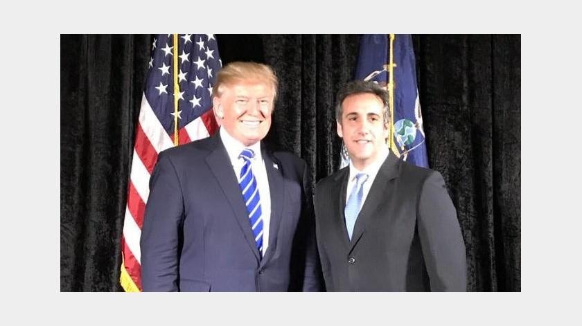 'De la lluvia dorada en un club sexual a fraude fiscal': Michael Cohen publica nuevo prólogo para el libro de Trump(Twitter @MichaelCohen212)