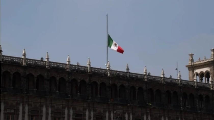 Izan banderas a media asta tras decreto de duelo nacional por víctimas de Covid-19(El Universal)