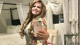 Una gemela de la cantante mexicana ha aparecido en esta red social