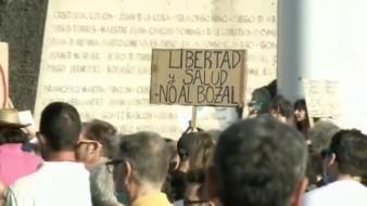 VIDEO: Se manifiestan en España en contra del uso del cubrebocas
