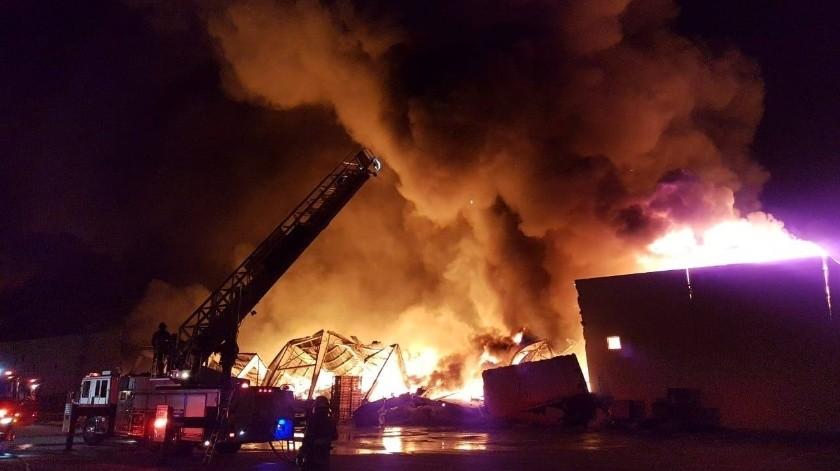 Reportan incendio en parque industrial Nordica en Tijuana(FB oficial JI)