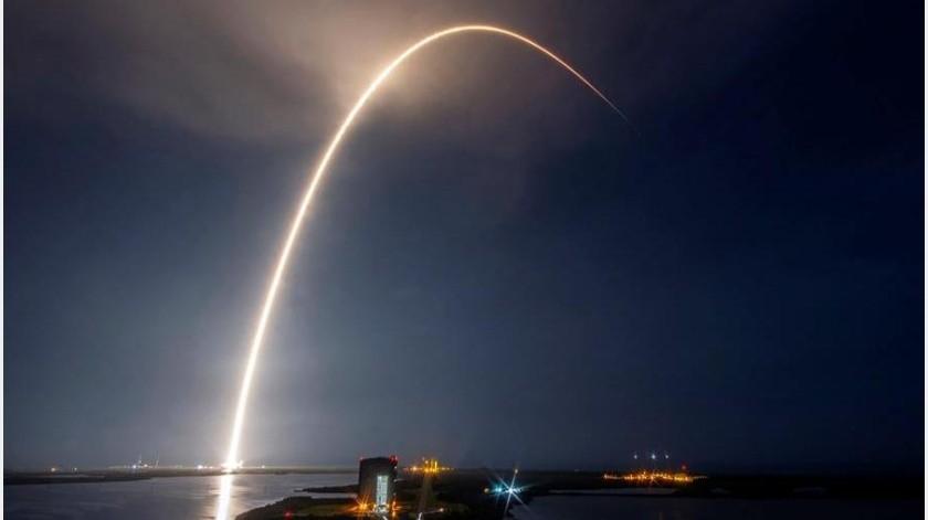 Se trata de la misión undécima del proyecto Starlink y la sexta vez que la compañía propiedad de Elon Musk utiliza la parte principal de este Falcon 9, de 15 pisos de altura.(EFE)