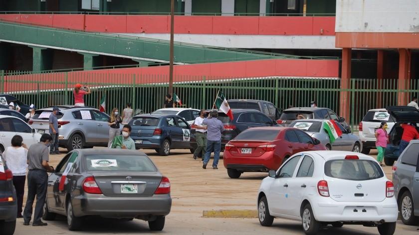Con caravana se manifiestan por retención de salarios en Ayuntamiento de Hermosillo(Especial)