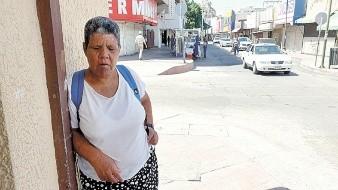 Mujer invidente pide atención médica por intenso dolor