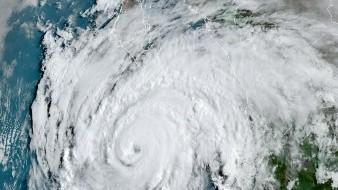 """A las 12:00 horas de este miércoles, el Huracán """"Genevieve"""", de categoría 3 en la escala Saffir-Simpson, se localizaba a 188 km al sur de Cabo San Lucas."""