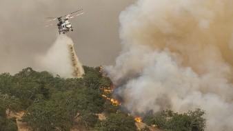 Muere piloto de helicóptero al combatir incendio en California tras choque