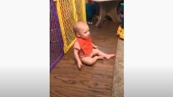 Este bebé recibe una prueba difícil al intentar reconocer a su mamá