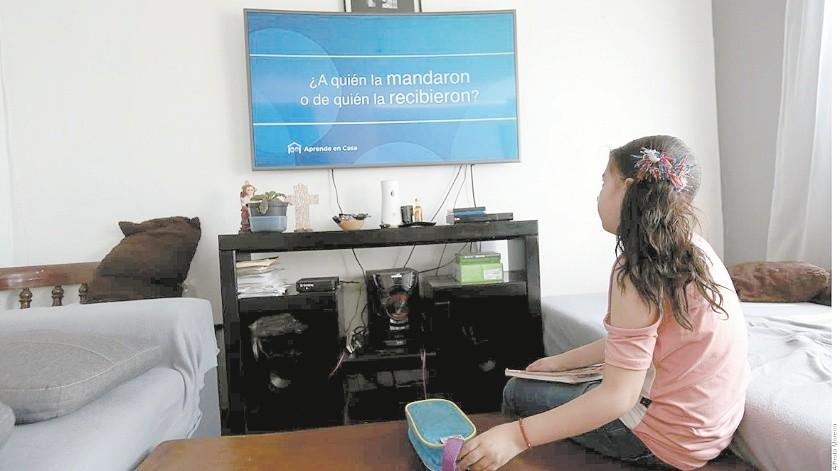 Se ocupan televisiones y carpas para atender a los estudiantes de las invasiones Tres Reynas y Nueva Ilusión(Banco Digital)