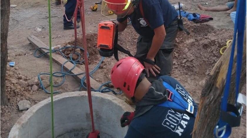 El Heroico Cuerpo de Bomberos arribó al lugar par hacer las maniobras de rescate.(Jesús Palomares)