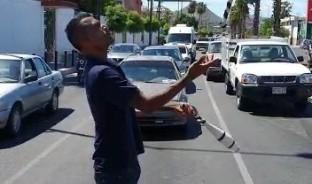 Gustavo, es un artista callejero, quien ofrece un