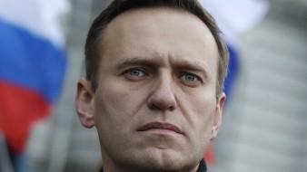 Vuela en coma Navalny, líder opositor ruso, a Alemania