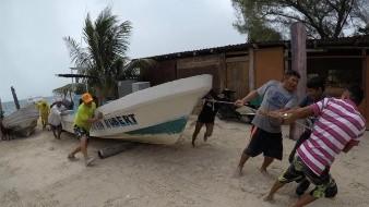 Anuncian el cierre de puertos de Yucatán y Quintana Roo por tormenta tropical 'Marco'