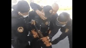Policías hieren a otro al intentar desarmarlo; habría extorsionado automovilistas