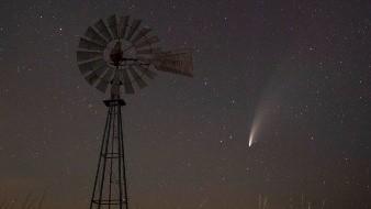 Las nuevas observaciones, reproducidas en vídeo muestran una corriente en espiral degas molecularque revela la rotación del núcleo del cometa.