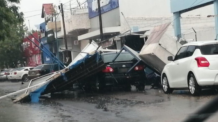 Lluvia y fuertes vientos causan estragos en Navojoa.(Especial)