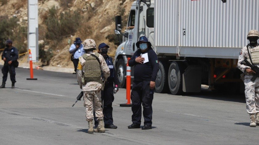 El retén fue colocado a unos metros de la caseta de cobro Tijuana – Tecate.(Sergio Ortiz)
