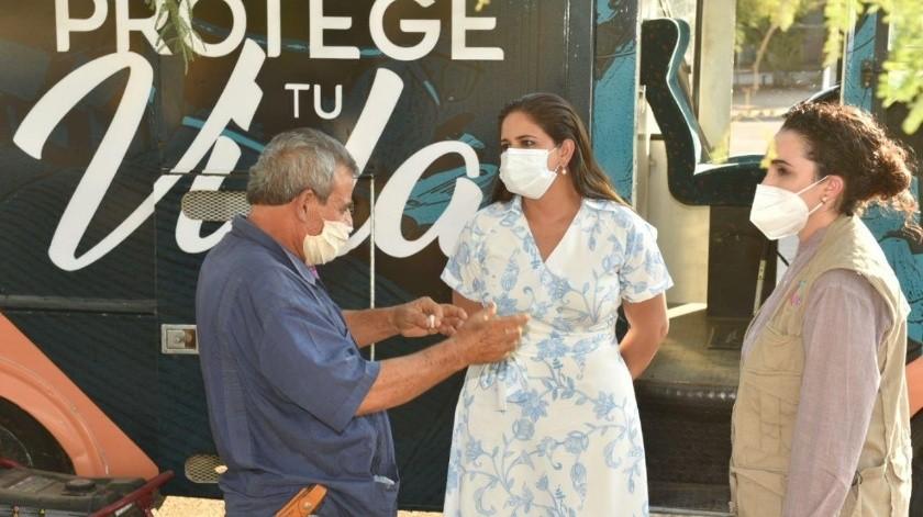 La alcaldesa Célida López durante la visita a la colonia Las Minitas.(EL IMPARCIAL)