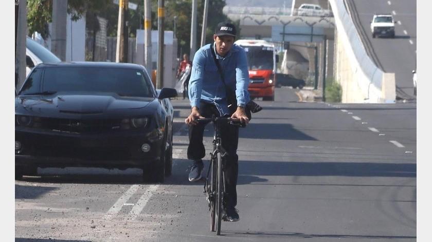 Algunos ciclistas circulan sin casco de seguridad por los bulevares.(Banco Digital)