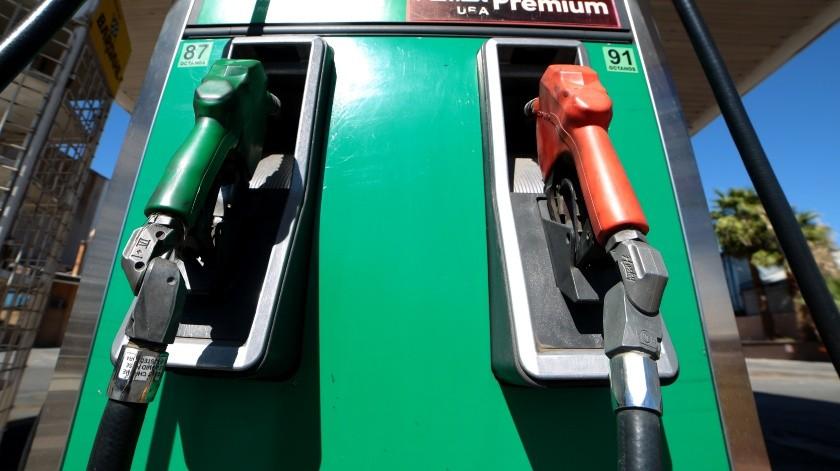 Dicho impuesto equivale a 17 centavos por litro o kilo de bióxido de carbono generado por derivado del petróleo, y afectaba principalmente a gasolineras y expendedores de gas natural y gas LP.(Archivo)