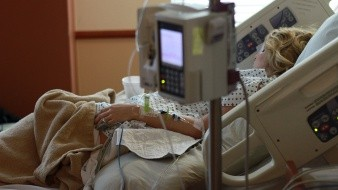 Fernanda Martinez, de 22 años, sufre una rara enfermedad que afecta la producción de colágeno en su cuerpo.