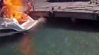 Una mujer salió proyectada al mar tras una explosión en un barco, pero ésta resultó ilesa.