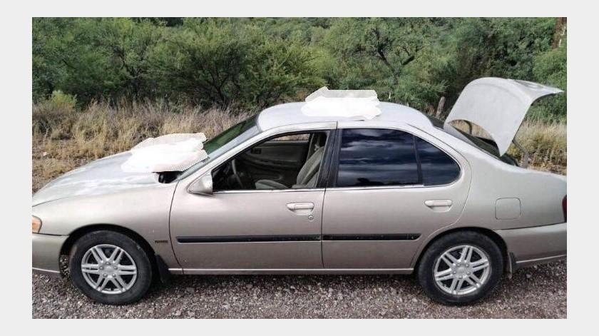 Los restos se encontraban distribuidos en el maletero y en el cofre de un auto de la marca Nissan, tipo Altima, modelo 2001 abandonado en el Kilómetro 18.(Especial)