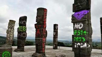 En redes sociales se han viralizado unas fotografías de monumentos emblemáticos pintados supuestamente por feministas en Hidalgo.