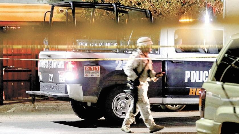 Un hombre fue asesinado a balazos anoche por fuera de su domicilio en la colonia Pimentel.(EL IMPARCIAL)