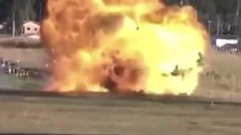 En unas pruebas realizadas por la Fuerza Aérea de Brasil, un piloto falló en una maniobra y perdió el control del avión.