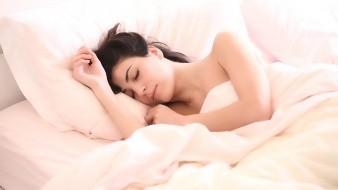 El 73% de los ateos y agnósticos duermen siete horas o más por la noche, además de tener menos dificultad para conciliar el sueño, mientras que el 63% de los católicos y el 55% de los bautistas, aseguraron dormir al menos siete horas por noche.