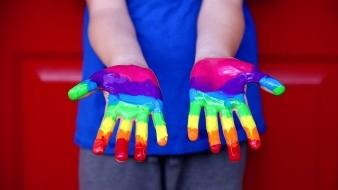 Tras una lucha de varios años, la comunidad LGBTQ+ de Argentina logró que se aprobara un decreto a favor de la inclusión laboral para las personas transexuales, travestis y transgénero.