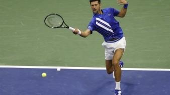 Novak Djokovic es descalificado del US Open por pelotazo a jueza de línea