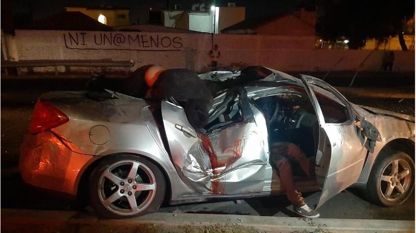 Tres jóvenes heridos en volcadura(Cortesía)