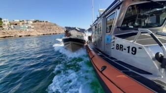 El personal del Ensar Guaymas rescató a dos personas que se quedaron a la deriva en el mar a bordo de una lancha