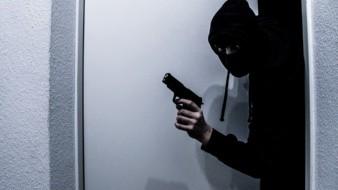 Dos hombres ingresaron a una tienda de abarrotes para asaltar a su dueño pero no imaginaron que estaba armado