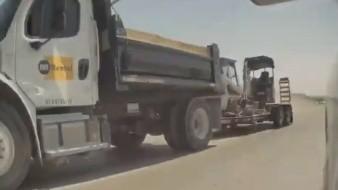 Conductor logra esquivar el golpe de un tractocamión que perdió el control de la unidad y se salió de una autopista, en Las Vegas, Nevada.