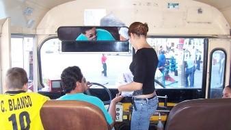 Los pasajeros de una combi en el Estado de México golpearon a un asaltante
