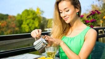 Además de sus propiedades relajantes, antisépticas o para reducir el dolor, los tés pueden ayudar a mantener radiante la apariencia de tu piel.