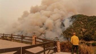 Más de 40 incendios arden en California; la peor temporada de la historia, indican