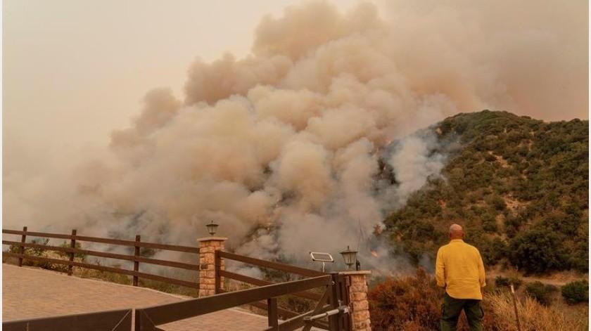 En total, más de 7 mil 600 incendios han quemado en California desde que comenzó el año.(EFE)