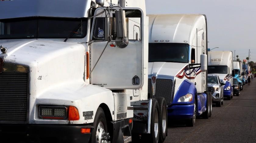 """Transportistas se manifiestan y dicen """"no"""" a la ley de movilidad en BC(Daniel Resendiz)"""