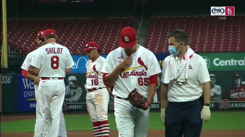 Giovanny Gallegos salió del juego tras enfrentar a tres bateadores.
