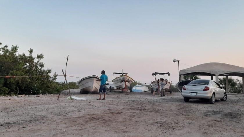 Los pescadores de Yavaros ya se preparan para arrancar la temporada de captura de camarón.(Jesús Palomares)