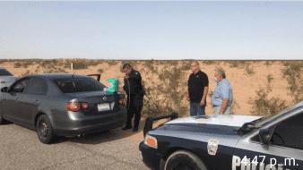 Policía auxilia a familia mexicalense que se quedó sin gasolina en carretera